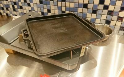肉を焼く鉄板
