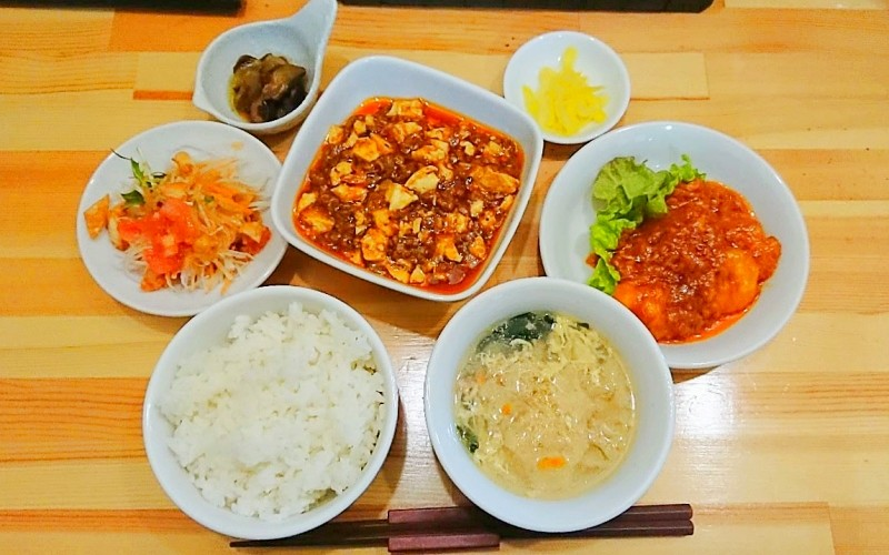 麻婆豆腐とエビチリのランチセット