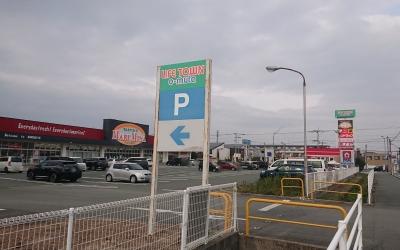 向かい側のショッピングモール