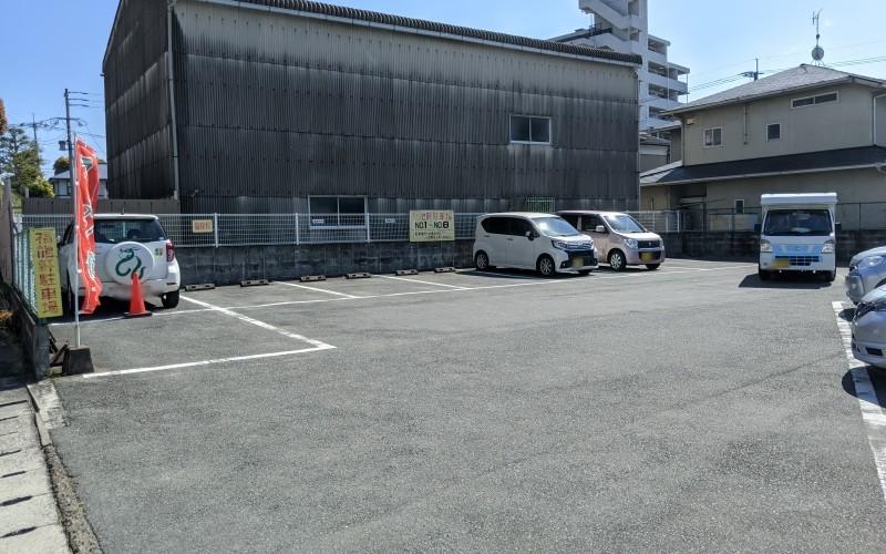 店近くの駐車場