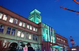 ライトアップされた市役所