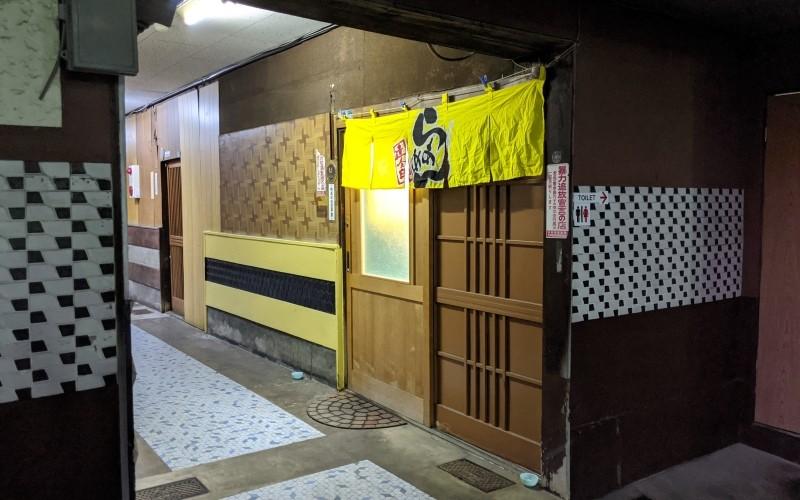 店内の入口