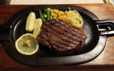 肉厚のステーキ