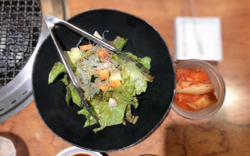 キムチとサラダ
