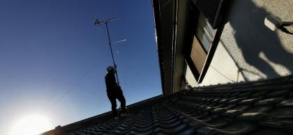 屋根の上に登る