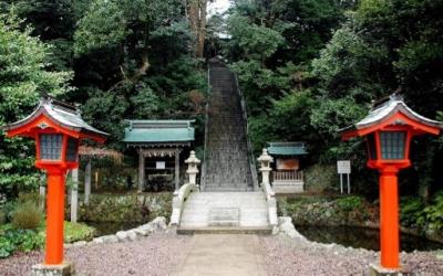 境内前の階段